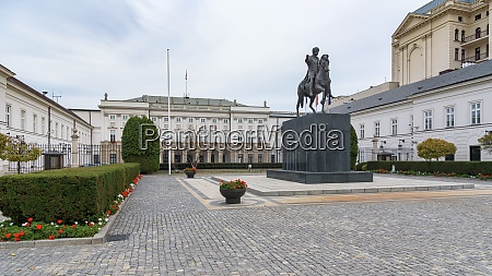 the presidential palace in warsaw
