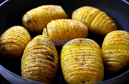 baked crispy hasselback potatoes