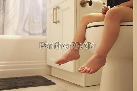 legs of toddler girl 2 3