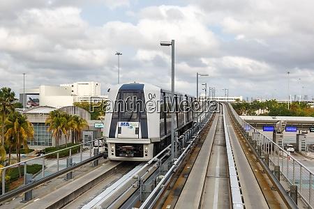 mia people mover miami airport in