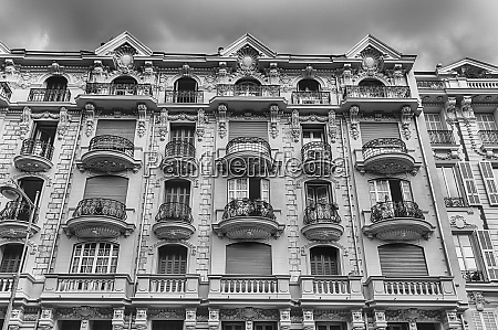 beautiful buildings in avenue georges clemenceau