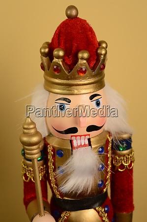 king nutcracker figure