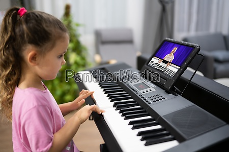 music piano internet class at home