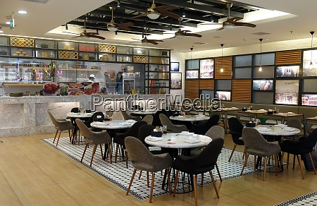 the food court at shopping mall