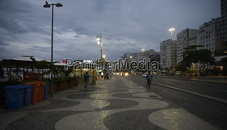 avenida atlantica in the early morning