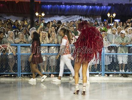 samba, parade, at, the, 2020, carnival, - 29041470