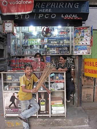 streets of kolkata dealers with mobile