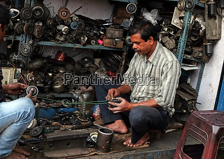 streets of kolkata mechanic at workshop