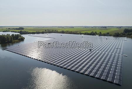 a floating solarfarm that has just