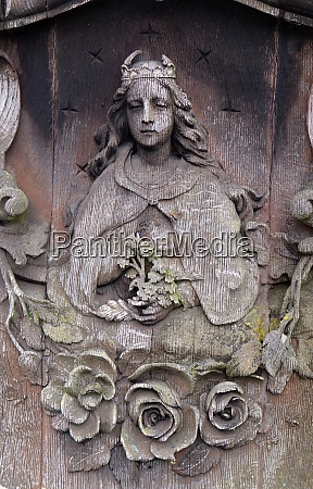 detail of a mourning sculpture on
