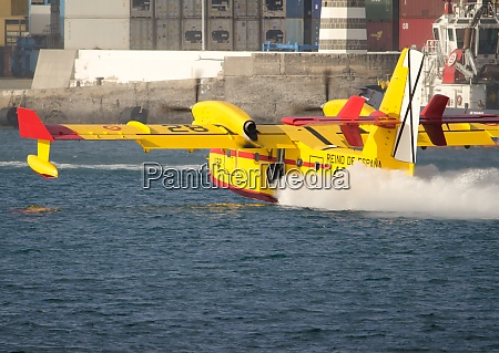 fire fighting planes collecting sea water