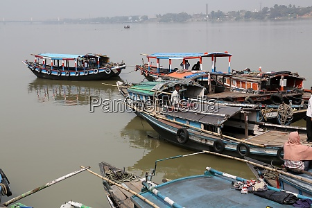 river boats waiting for the passengers