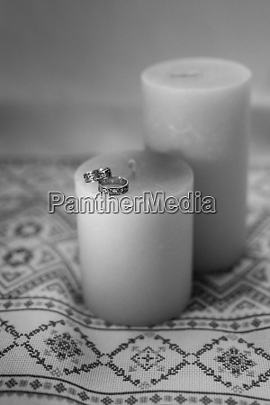 wedding rings with wedding decor