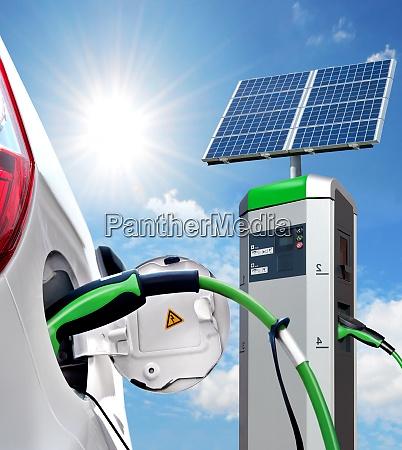 e car an solartankstelle mit solarpanel