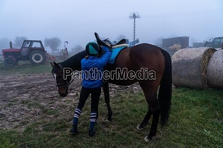 horse saddle preparation before horseback riding