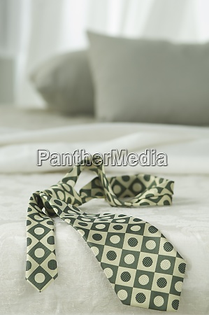 patterned tie an bed