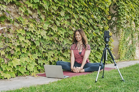 yoga instructor teaching yoga in online