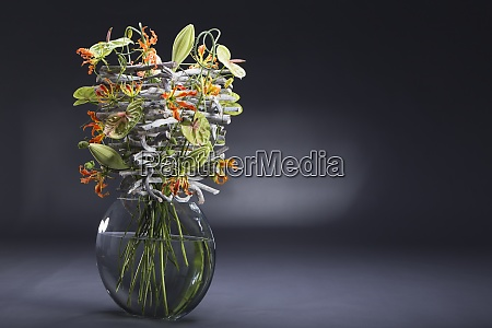 floral arrangement of stone wood allium