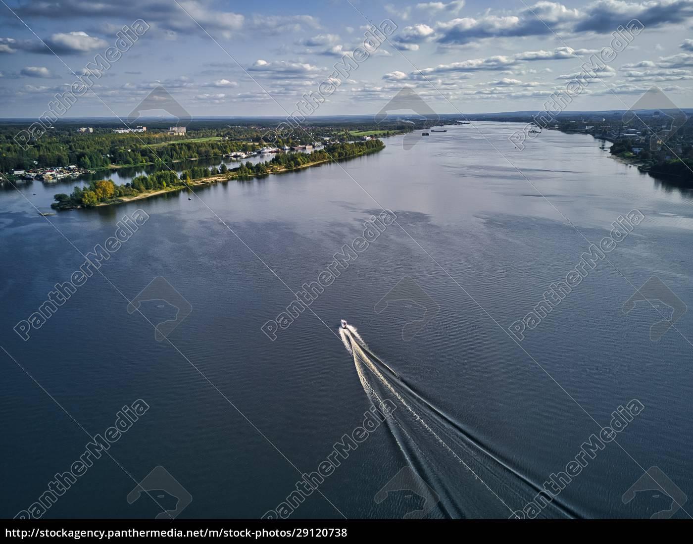 boat, leaving, wake, on, volga, river - 29120738