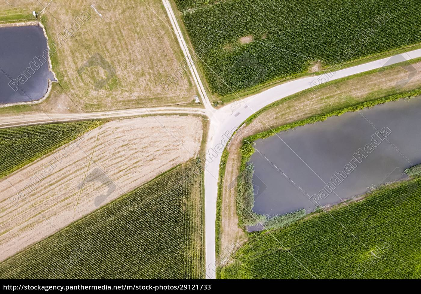 drone, view, of, dirt, road, stretching - 29121733
