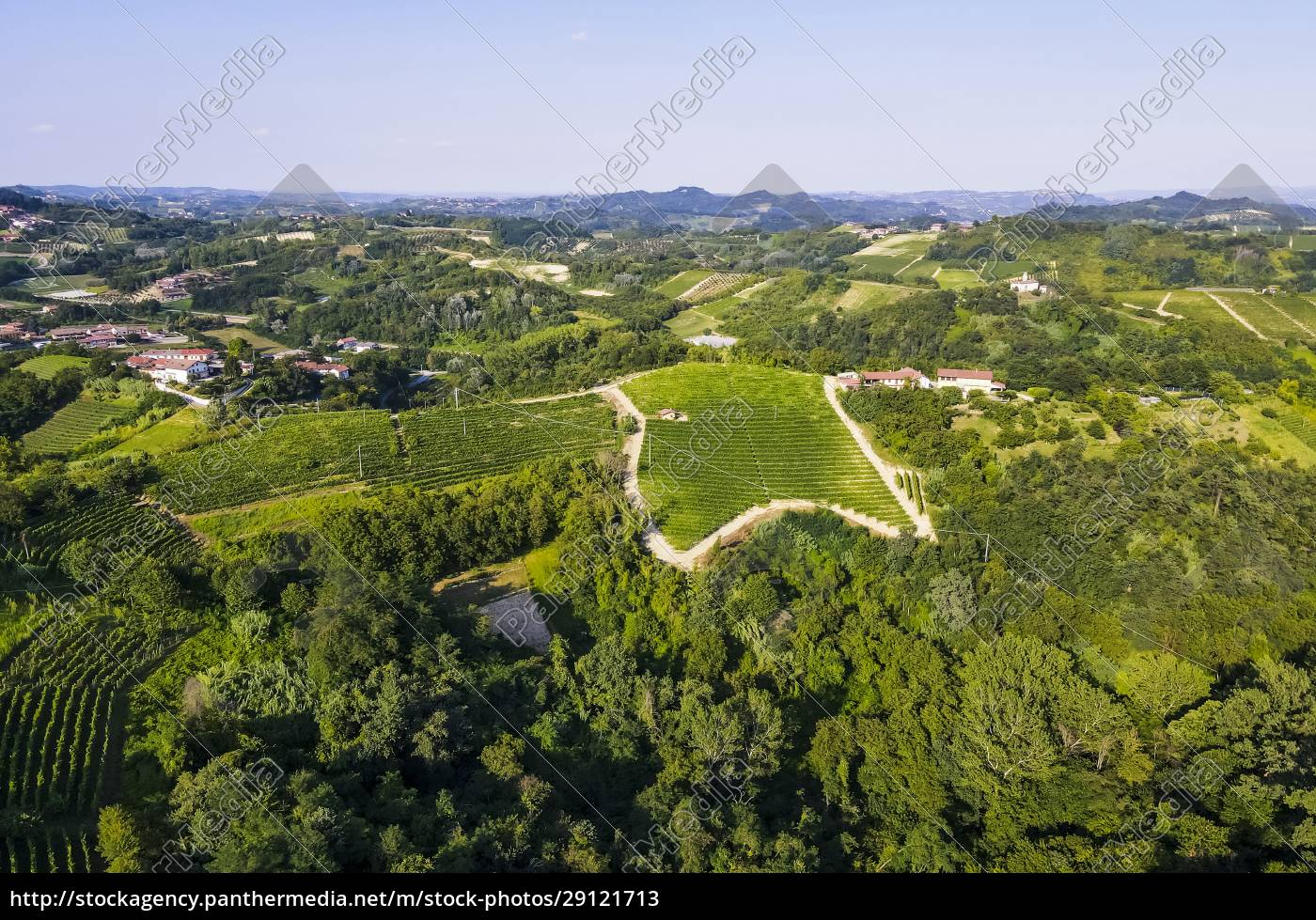 drone, view, of, green, countryside, landscape - 29121713