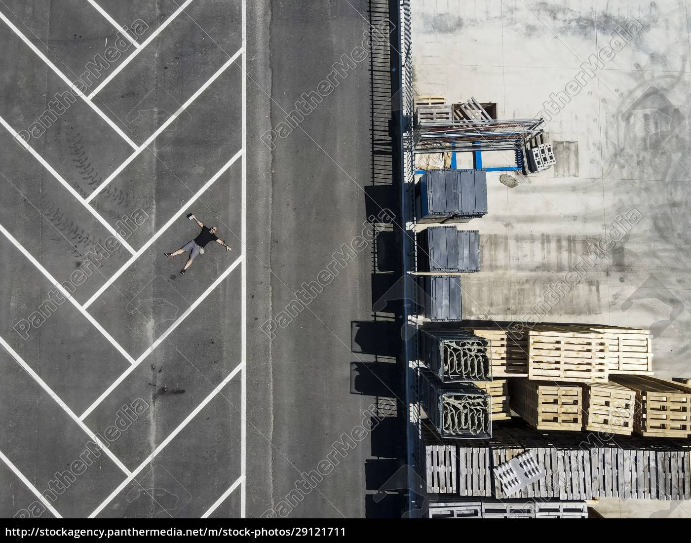 drone, view, of, man, lying, on - 29121711