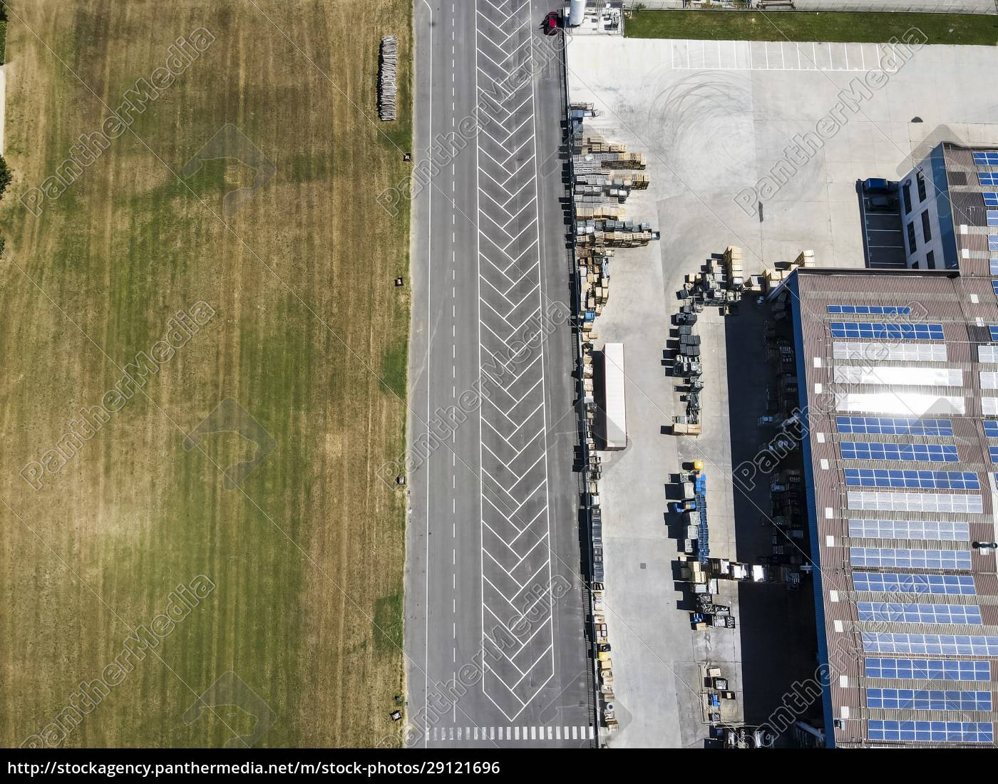 drone, view, of, warehouses, and, empty - 29121696