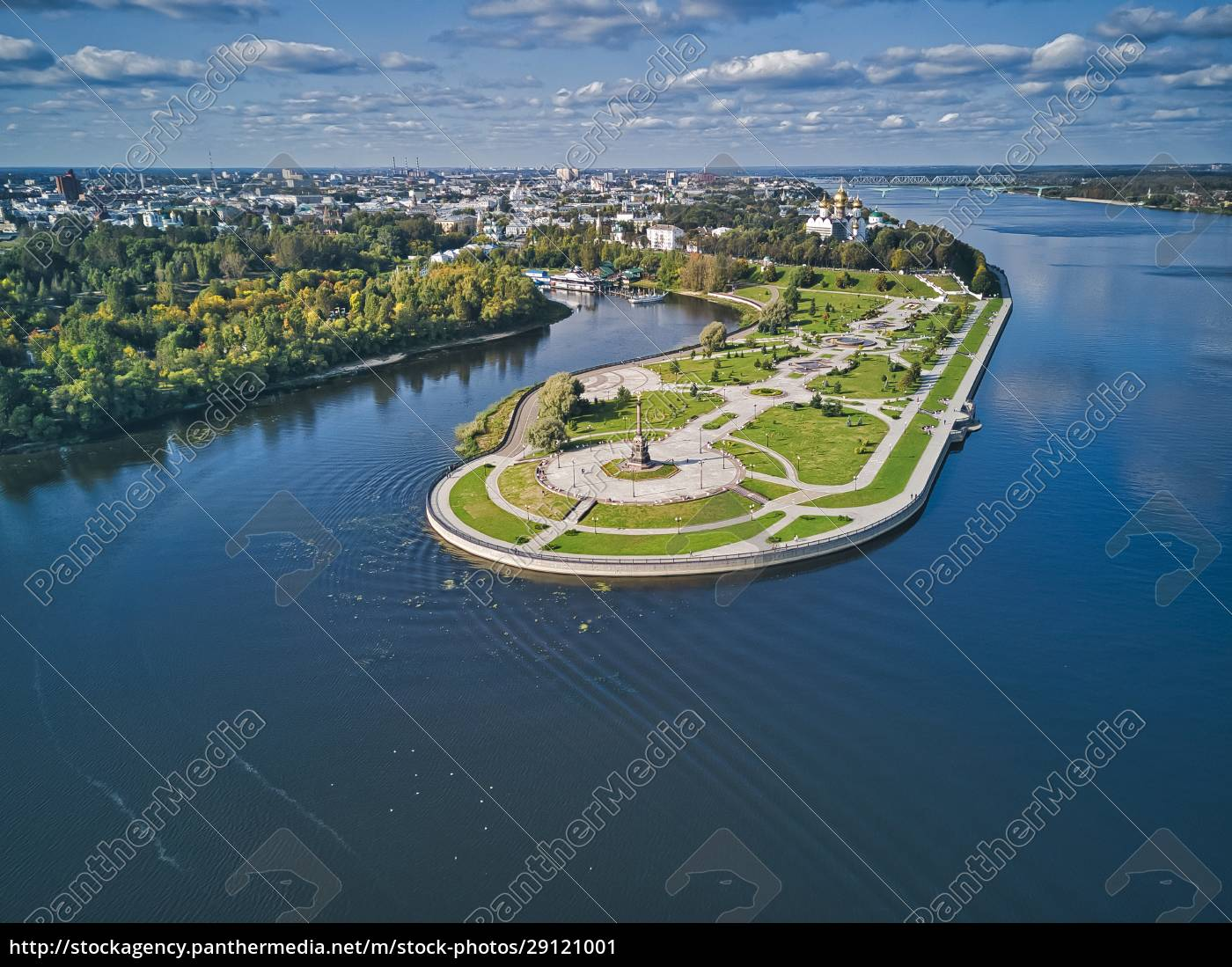 park, on, river, by, city, against - 29121001