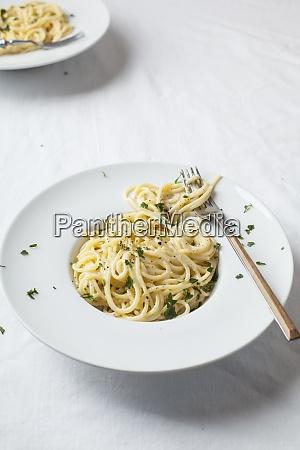 plate of spaghetti withfettuccine alfredosauce