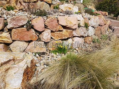 trockenmauer natursteinmauer bruchstein steingarten
