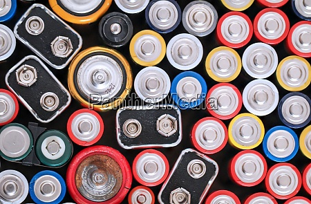 many batteries r6 batteries with the