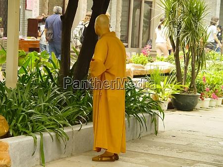 a buddhist monk on a hong