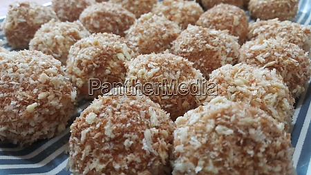 closeup view of fried pizza bombs