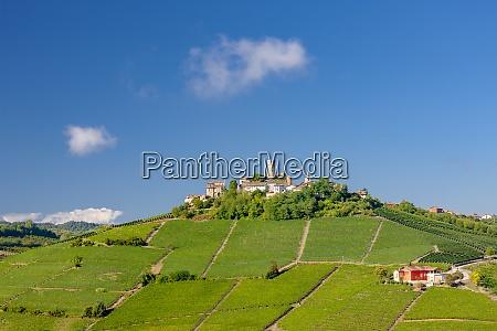 castle and village castiglione falletto piemonte