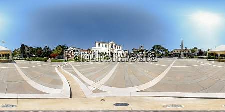 360 degree panorama of piazza roma