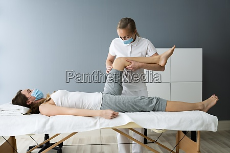 knee injury rehab massage and physiotherapy
