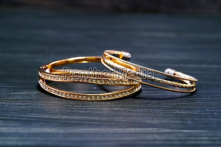 gold wedding rings with diamond