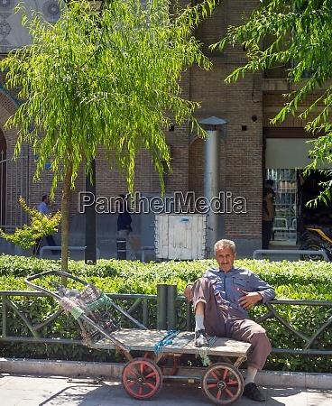 man street cart unemployment iran