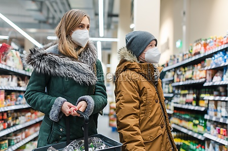 family shopping in supermarket during covind19