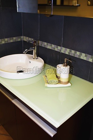 faucet with toiletries in the bathroom
