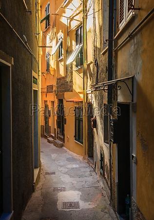 quiet street in vernazza