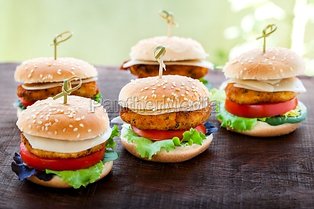 mini chicken burgers on wooden table