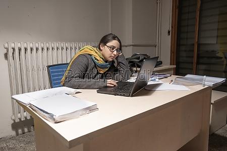 woman worker representation of job burnout