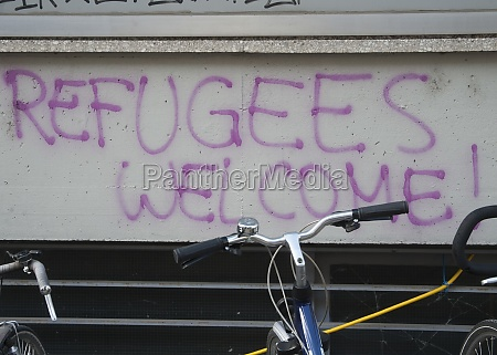 refugees welcome written on a wall