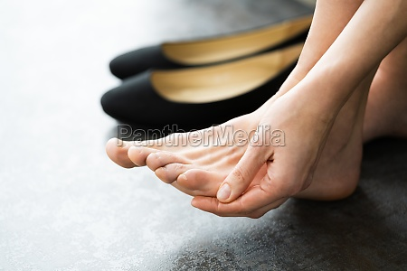 uncomfortable shoes blister pain woman