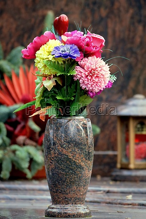 flower decoration at a grave in