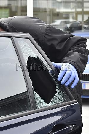 forensics in case of car burglary