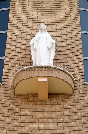 virgin mary statue on the facade