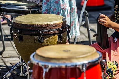 image of the drum bongo