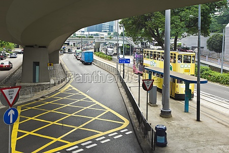 road marking under an overpass des